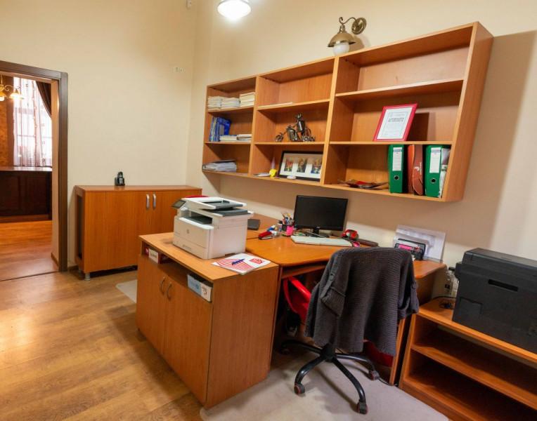 De închiriat spațiu pentru birou -Piața Unirii