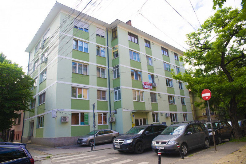 De Vanzare - Apartament 3 camere (Centru)