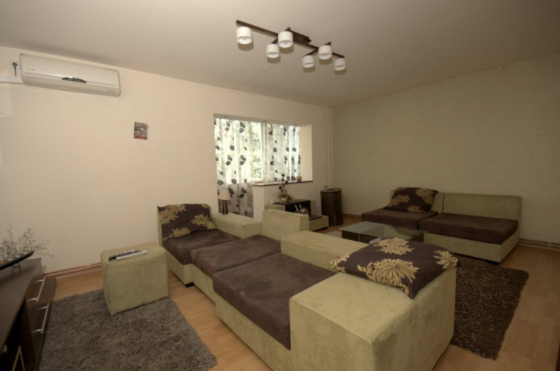 Apartament 3 camere decomandat+garaj Girocului