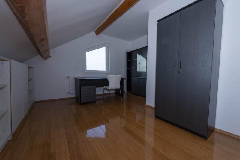 De inchirat apartament 3 camere in vila