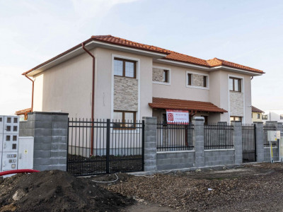 Casa de vanzare in duplex Dumbravita